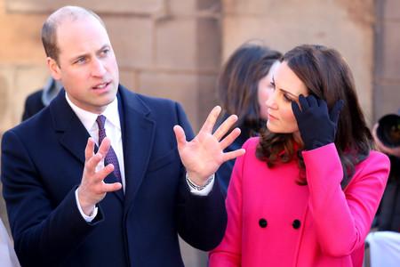 No es millennial pero es rosa fucsia: Kate Middleton se atreve (de nuevo) con el abrigo más llamativo de su armario