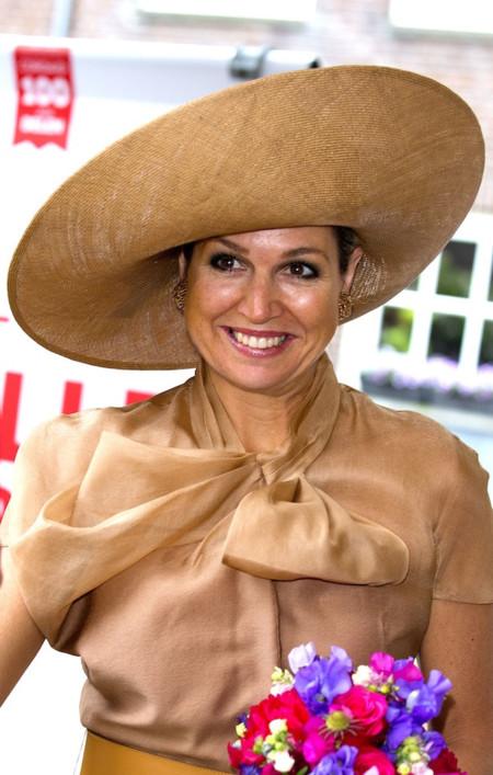 La reina Máxima de Holanda fiel a los sombreros