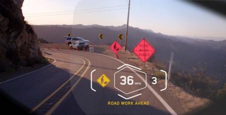 Y BMW también presenta un casco futurista con proyección HUD y cámara de visión trasera