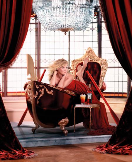 El rojo pasión del Calendario Campari este año corre a cargo de Uma Thurman