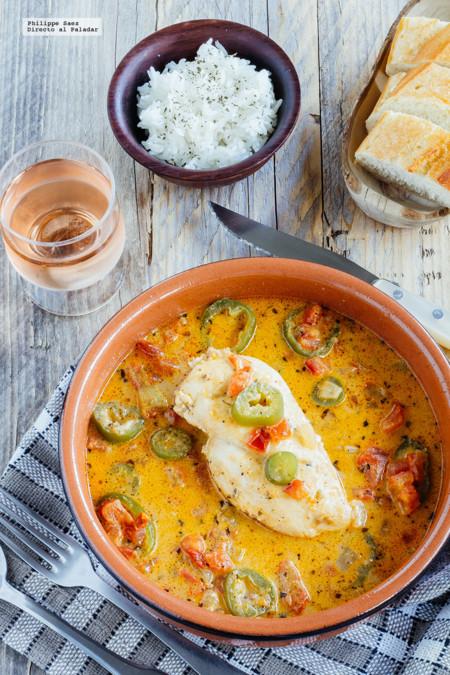 Pollo en salsa de tomate y chiles jalapeños. Receta