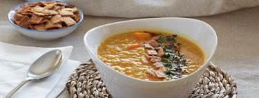 Sopa egipcia de lentejas rojas: receta vegana, reconfortante y deliciosa (también para convertir en crema)