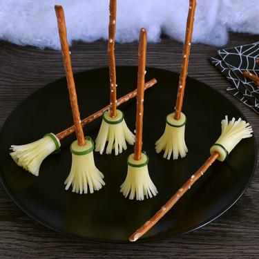 Cómo hacer escobas de bruja de queso, un aperitivo fácil para Halloween