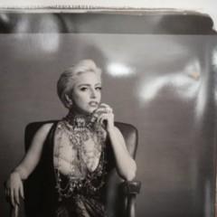 Foto 4 de 5 de la galería nuevas-fotos-de-lady-gaga-escotada-de-infarto-y-posando-para-polaroid en Poprosa