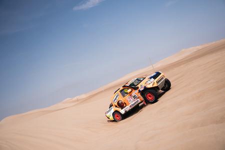 El rescate en el desierto que le dio al televisivo Jesús Calleja un Toyota oficial para el Dakar