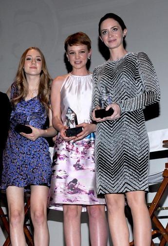 Trío de jóvenes actrices con estilo: Emily Blunt, Carey Mulligan y Saoirse Ronan