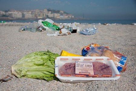 ¿La burbuja de las neveras en la playa o regresamos del futuro?