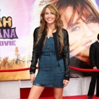 Miley Cyrus y compañía en la premiere de Hannah Montana: The Movie en Hollywood