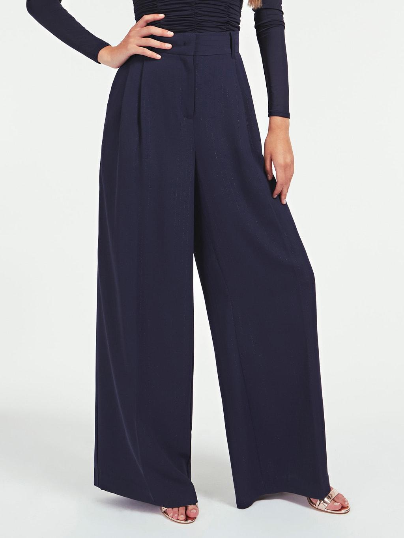 Pantalón de corte amplio