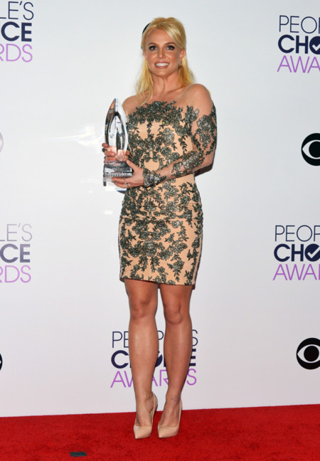 Peoples Choice Awards 2014 tendencias en vestidos de fiesta Britney Spears Michael D transparencias plateado nude