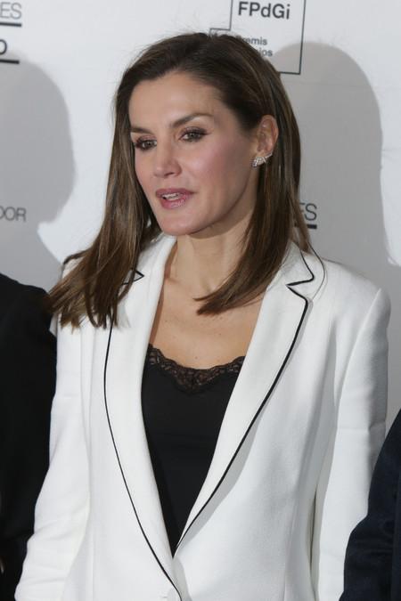 Doña Letizia se apunta al look lencero en blanco y negro