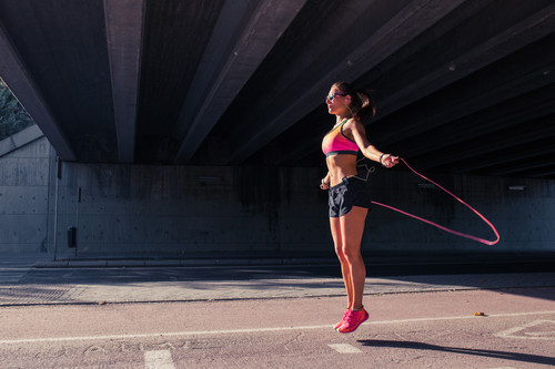 Saltar a la cuerda: lo que tienes que saber sobre este entrenamiento rápido y efectivo para ponerte en forma en 2019