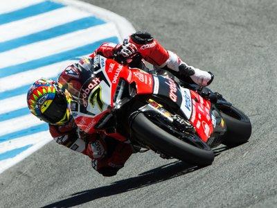 Chaz Davies reaparece en Laguna Seca y se lleva la victoria de la primera carrera