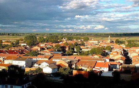 Alija del Infantado: Casa gratis y 300 euros al mes para familias con más de cinco hijos