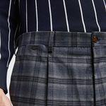 Siete pantalones con pinzas que le regresan un aire clásico a los básicos de otoño