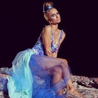 Si la canción te sorprendió, espera a ver el videoclip de Paris Hilton