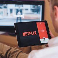 Netflix prueba la descarga automática de series que podrían interesarte, nuevos controles para el brillo y más