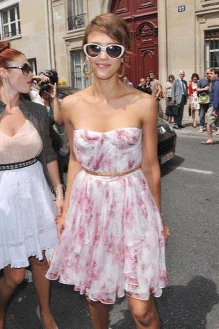 Jessica Alba vestido estampado flores