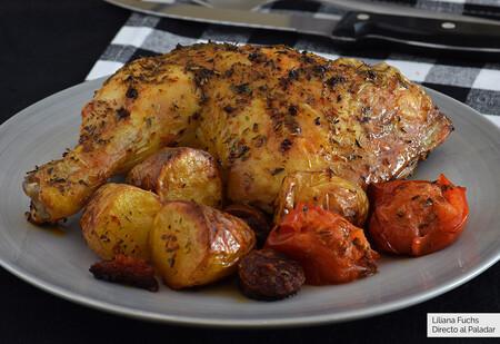Pollo al horno con patatas y chorizo: receta facilísima para uno