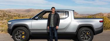 El CEO de Rivian es un desconocido que sin apenas hacer ruido planta cara a Tesla con un estilo totalmente opuesto al de Elon Musk