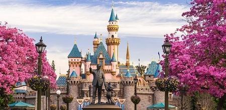 Mickey Mouse y Disney dan la bienvenida a  los coches eléctricos