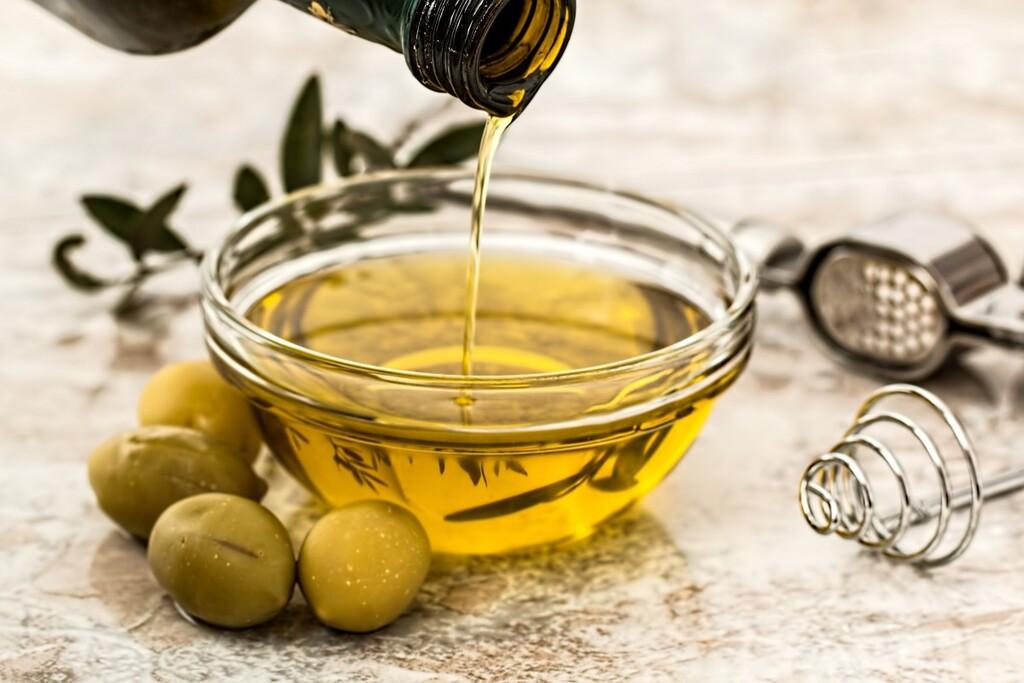 El aceite de oliva más vendido de Amazon es de Navarra, se vende en garrafas de 5 litros y hoy tiene un 30% de descuento adicional