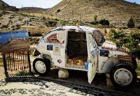 El paraíso hípster es este diminuto hotel, instalado en un Beetle vintage en pleno desierto jordano