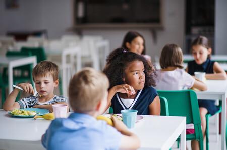 El alcalde de Lyon impone un menú vegetariano en todos los colegios de la ciudad (y provoca un cisma en el Gobierno francés)