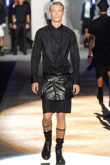 Moda para hombres: en Milán se sigue buscando innovar en el look