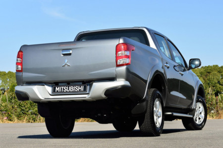 precio España Mitsubishi L200 2015