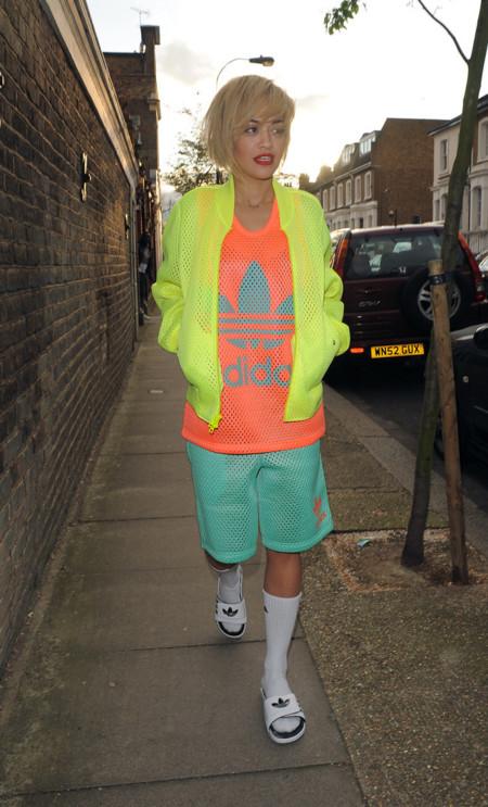 Rita Ora sport chic look calle