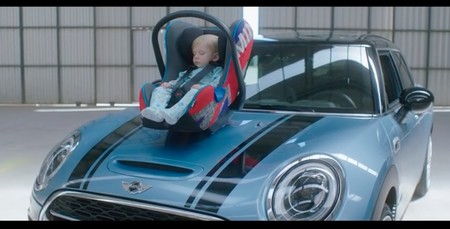 Nanas Mini, la aplicación con sonido de motor para que se duerma el bebé (pero mejor si no lo hace en la sillita del coche)