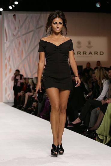 77253_Celebutopia-Monica_Cruz_walks_down_the_runway_at_the_Fashion_For_Relief_show-02_122_419lo.jpg