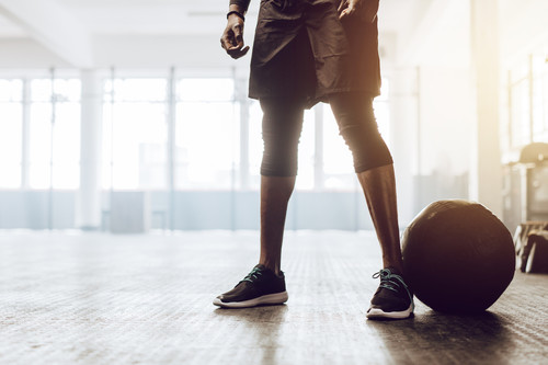 Cinco ejercicios de CrossFit que puedes hacer con un slam ball