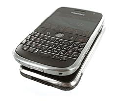 iPhone VS BlackBerry Bold