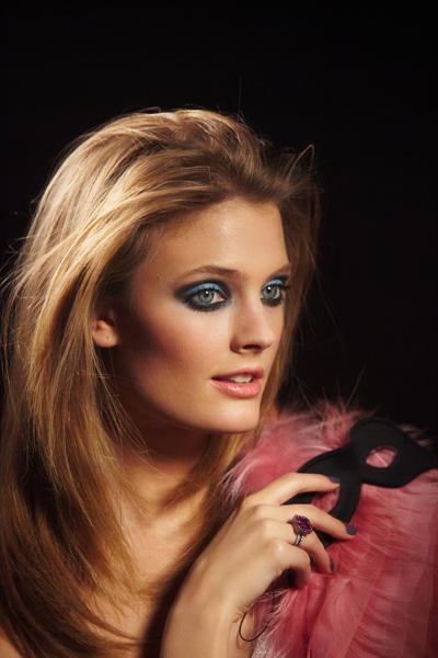 Estée Lauder presenta Pretty Naughty, la nueva colección para Primavera 2013