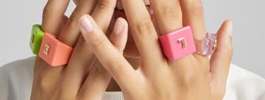 La pasión por los anillos de plástico lleva a Bershka a lanzar packs de lo más alucinantes (y por menos de 10 euros)