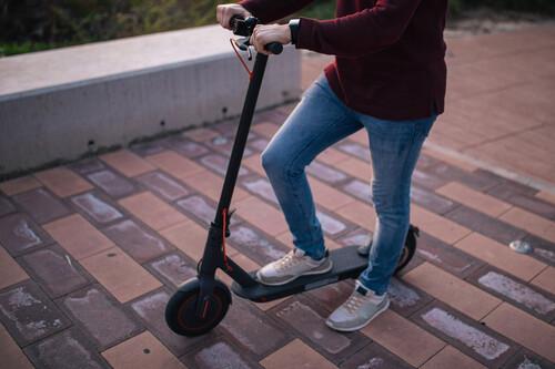 Los mejores trucos para conseguir que la batería de tu patinete eléctrico dure más y tenga la máxima autonomía