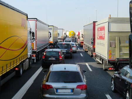 Casi un tercio de los camiones que circulan por España emiten altos niveles de contaminación, según T&E