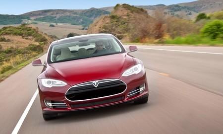 Tesla Model S rojo frontal 20