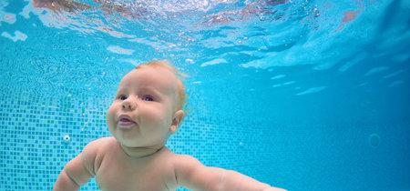 Pilar Rubio es criticada por sumergir a su bebé debajo del agua, pero la inmersión es necesaria  para enseñar a nadar a los bebés
