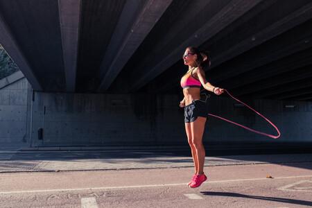 Saltar a la cuerda: lo que tienes que saber sobre este entrenamiento rápido y efectivo para ponerte en forma en 2021