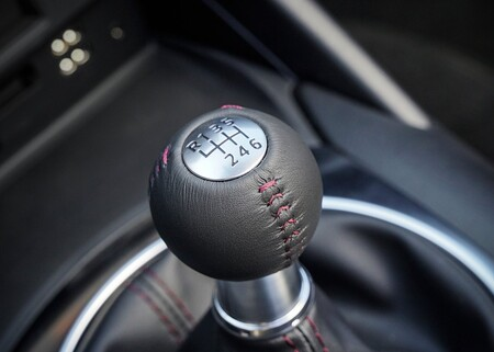 Cada vez se compran menos autos manuales en México: los automáticos cobraron vuelo el último año