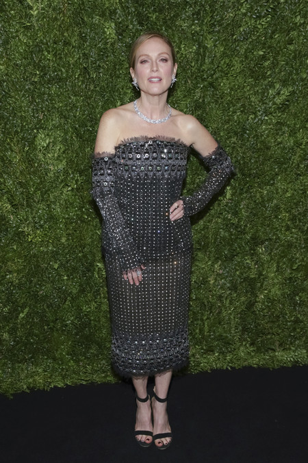 annual film benefit gala celebrities look estilismo outfit Julianne Moore