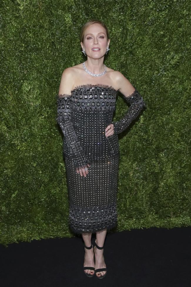 annual film benefit gala celebrities look estilismo outfit Julianne Moore