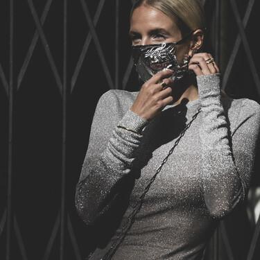 El street style luce el complemento estrella de este 2020 con originalidad: así se llevan las mascarillas