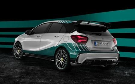 ¿Eres fan el equipo Mercedes F1 y te sobra un millón de pesos? ¡El A45 AMG WCE es para ti!