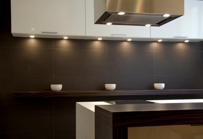 Foto de Aprovechar zonas de paso, una buena solución para amueblar cocinas pequeñas (1/5)