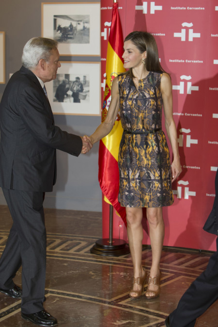 Reina Letizia Instituto Cervantes Look Hugo Boss 2