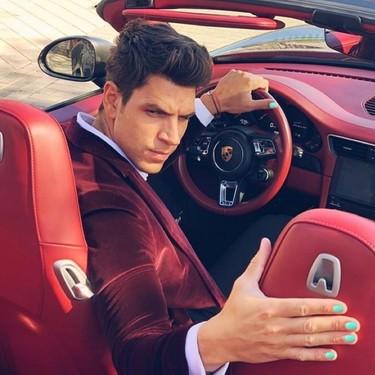 Diego Matamoros, el yonki del lujo que se pinta las uñas de un espantoso color turquesa